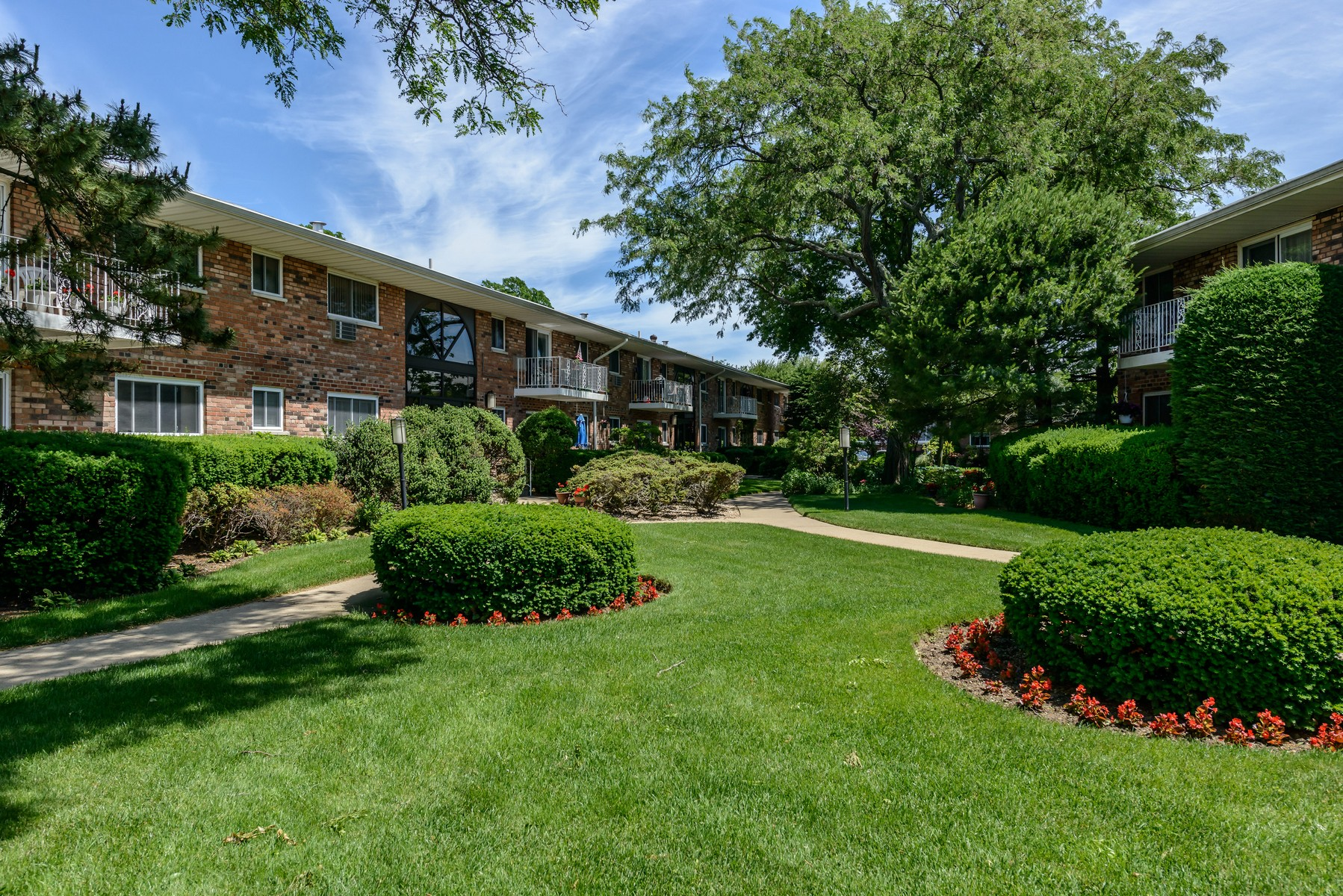 Apartment for Sale at Co-Op 1 Toms Point Ln 2 B2/4B Port Washington, New York, 11050 United States