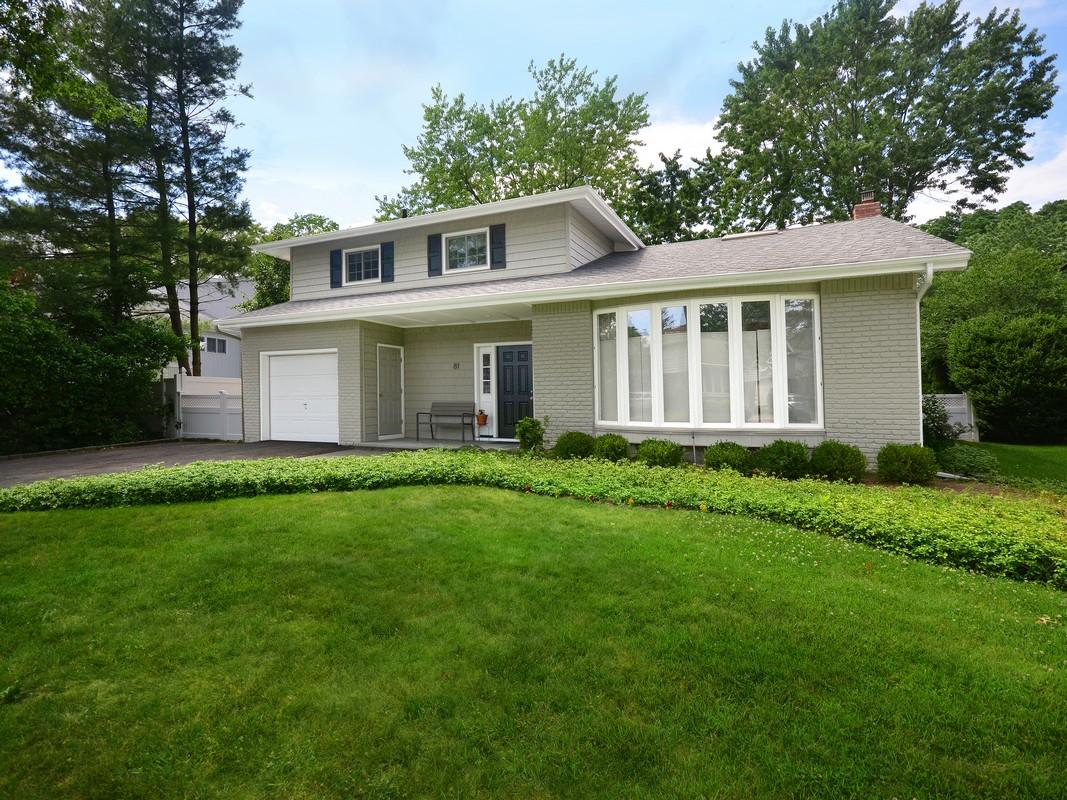Nhà ở một gia đình vì Bán tại Split 81 Soundview Dr Port Washington, New York, 11050 Hoa Kỳ