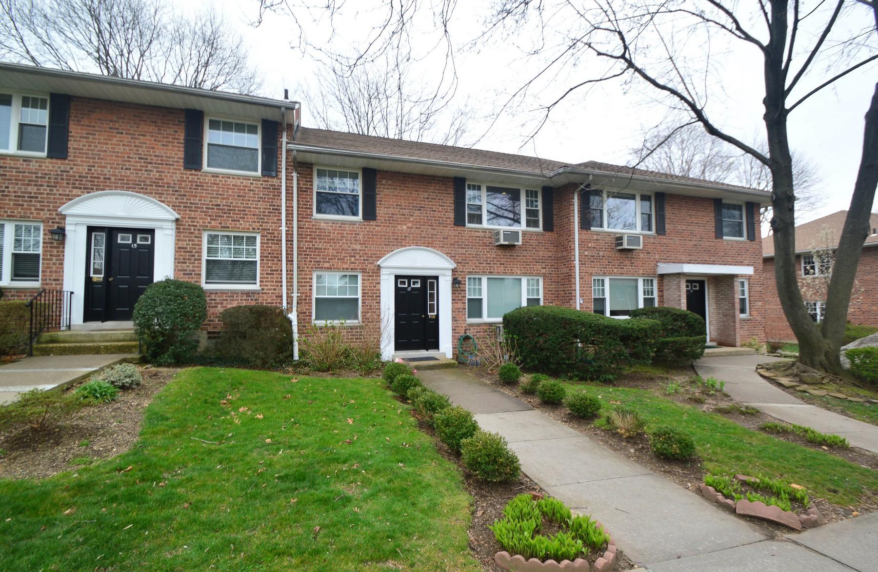 Apartment for Sale at Co-Op 17U Madison Park Port Washington, New York, 11050 United States