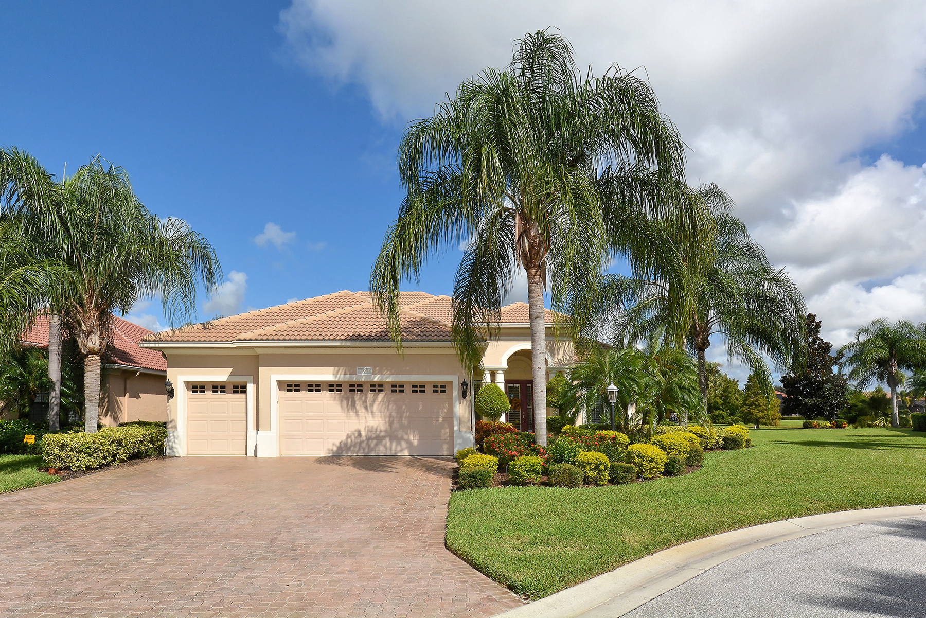 Single Family Home for Sale at LAKEWOOD RANCH COUNTRY CLUB 13934 Siena Loop Lakewood Ranch, Florida, 34202 United States