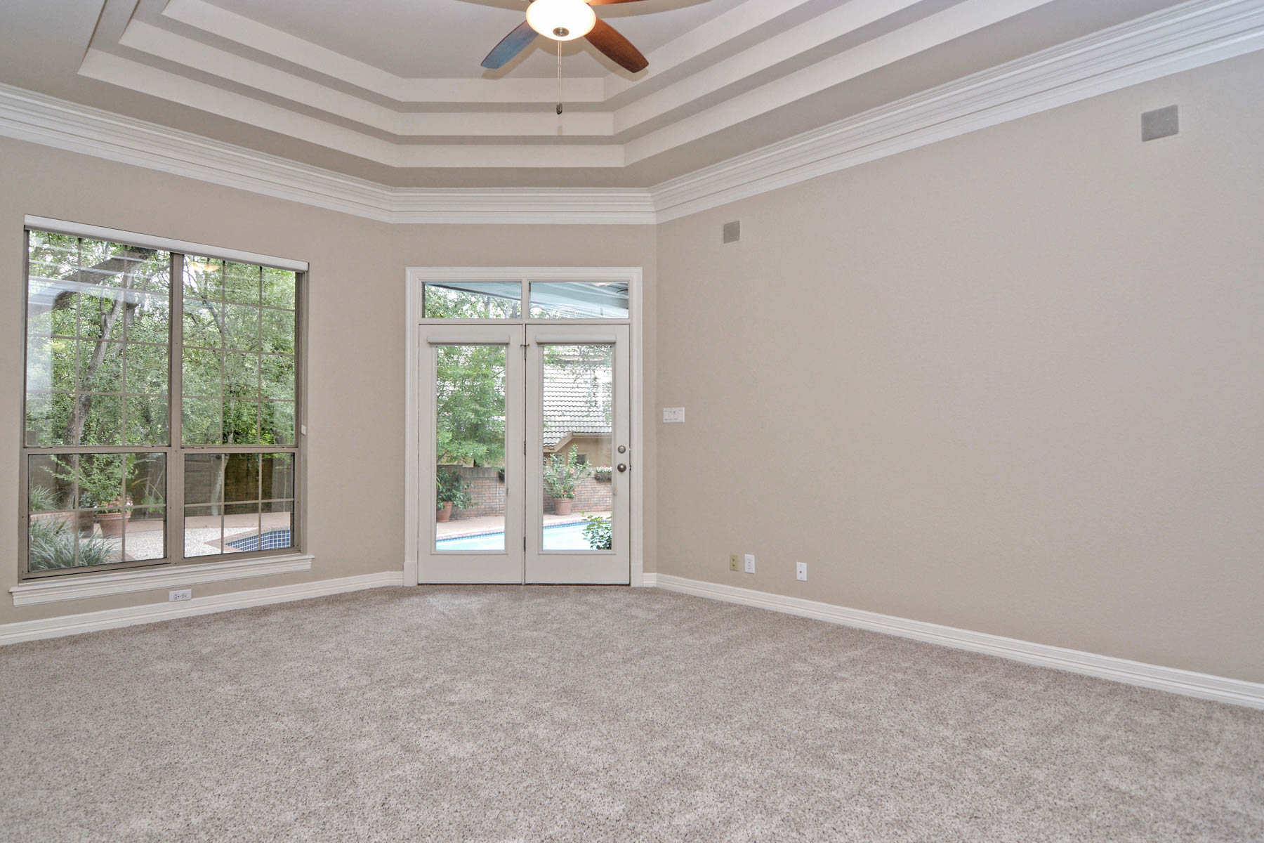 Additional photo for property listing at Fantastic Street Appeal in Elm Creek 11830 Elmscourt San Antonio, Texas 78230 United States