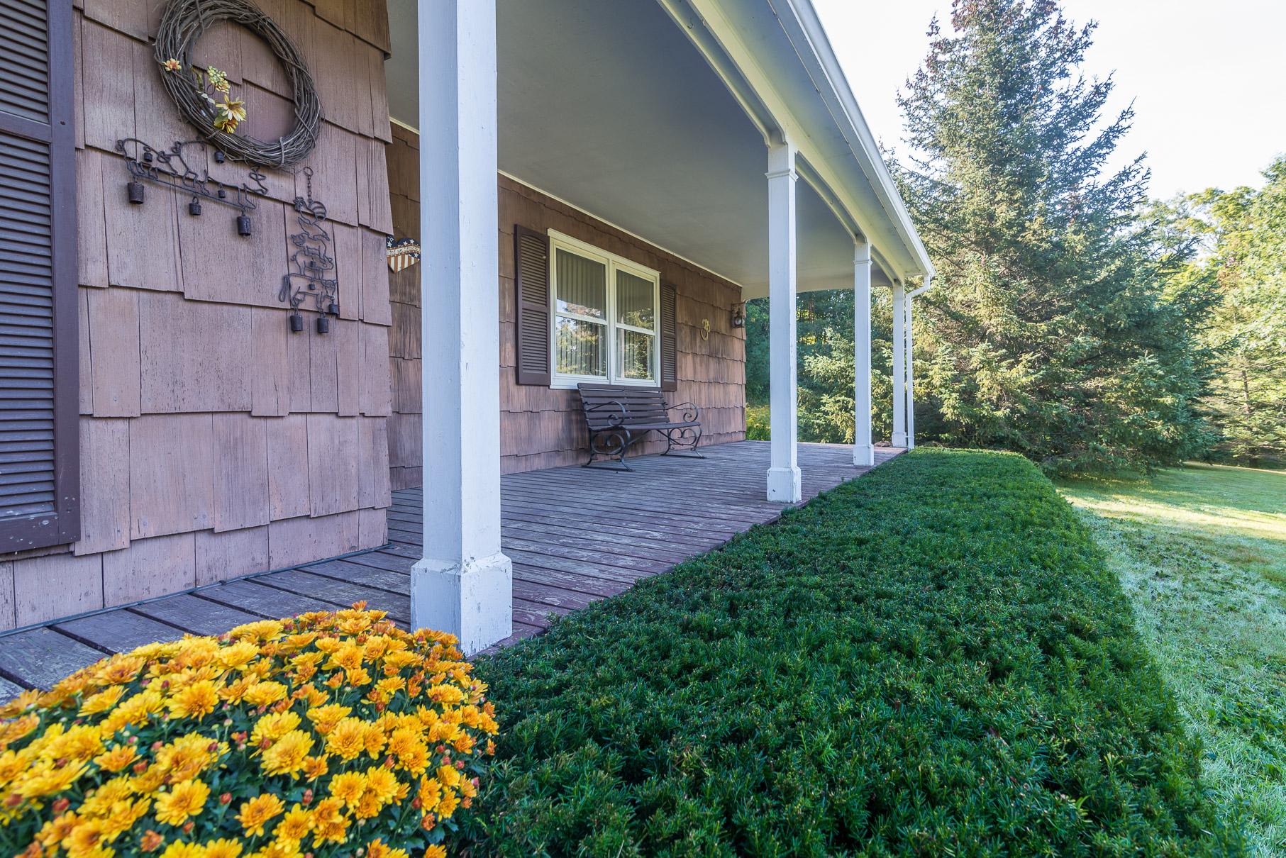 独户住宅 为 销售 在 Three Bedroom House with Two Bedroom Apartment 2500 Pawlet Mountain Rd 鲁帕特, 佛蒙特州 05776 美国