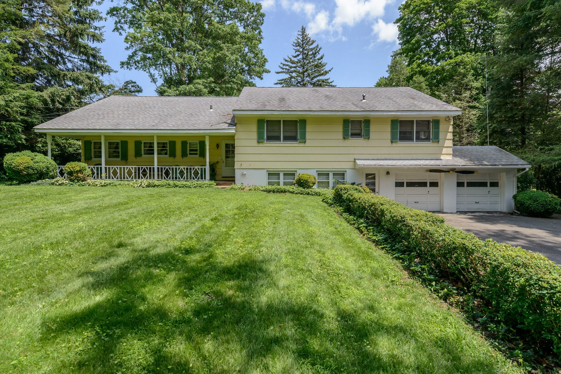 Single Family Home for Sale at Split 72 Bayville Rd Locust Valley, New York 11560 United States
