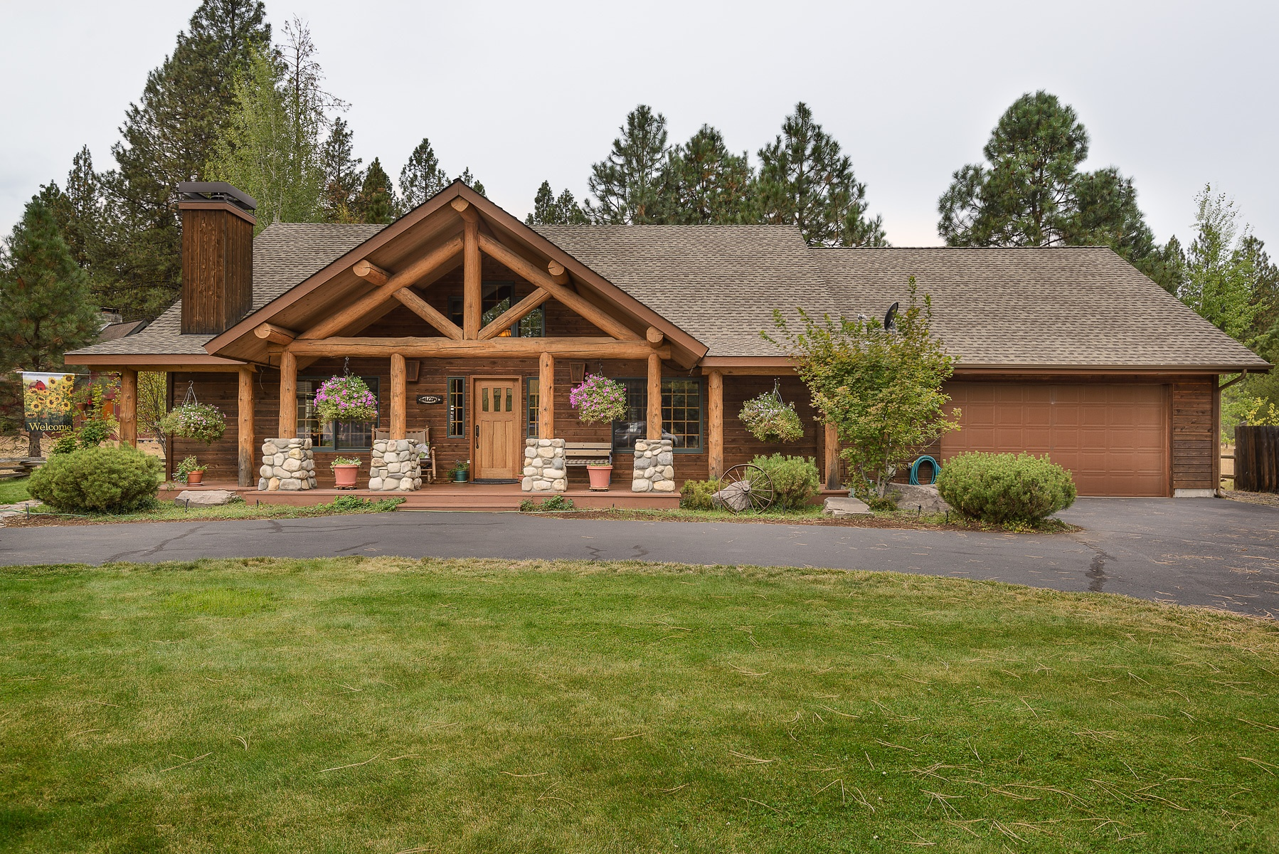 Maison unifamiliale pour l Vente à Log Home in Resort Living and Quiet Community 26306 SW Metolius Meadows Dr Camp Sherman, Oregon 97730 États-Unis