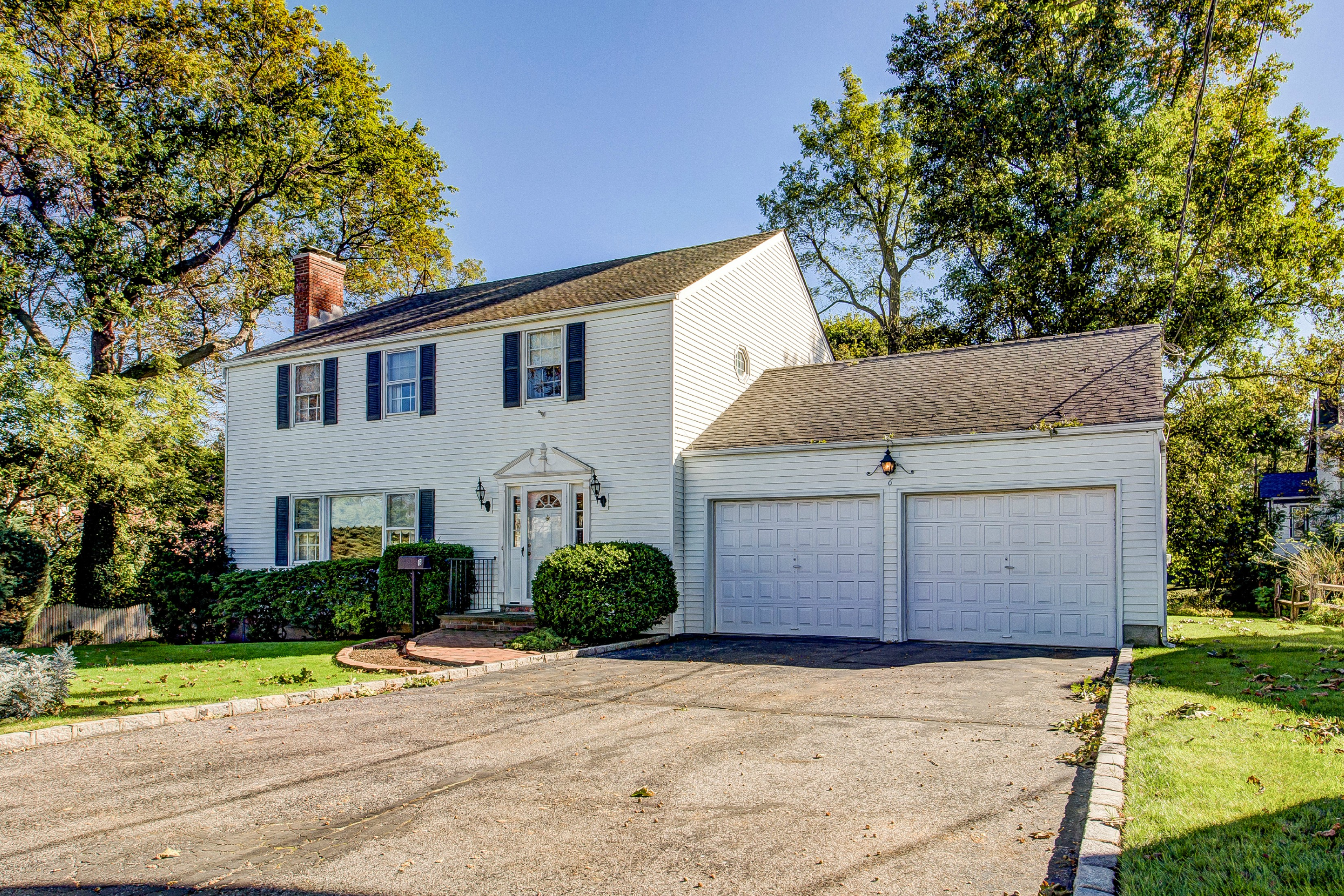 Single Family Home for Sale at Colonial 6 Mishaupan Pl Bayville, New York, 11709 United States
