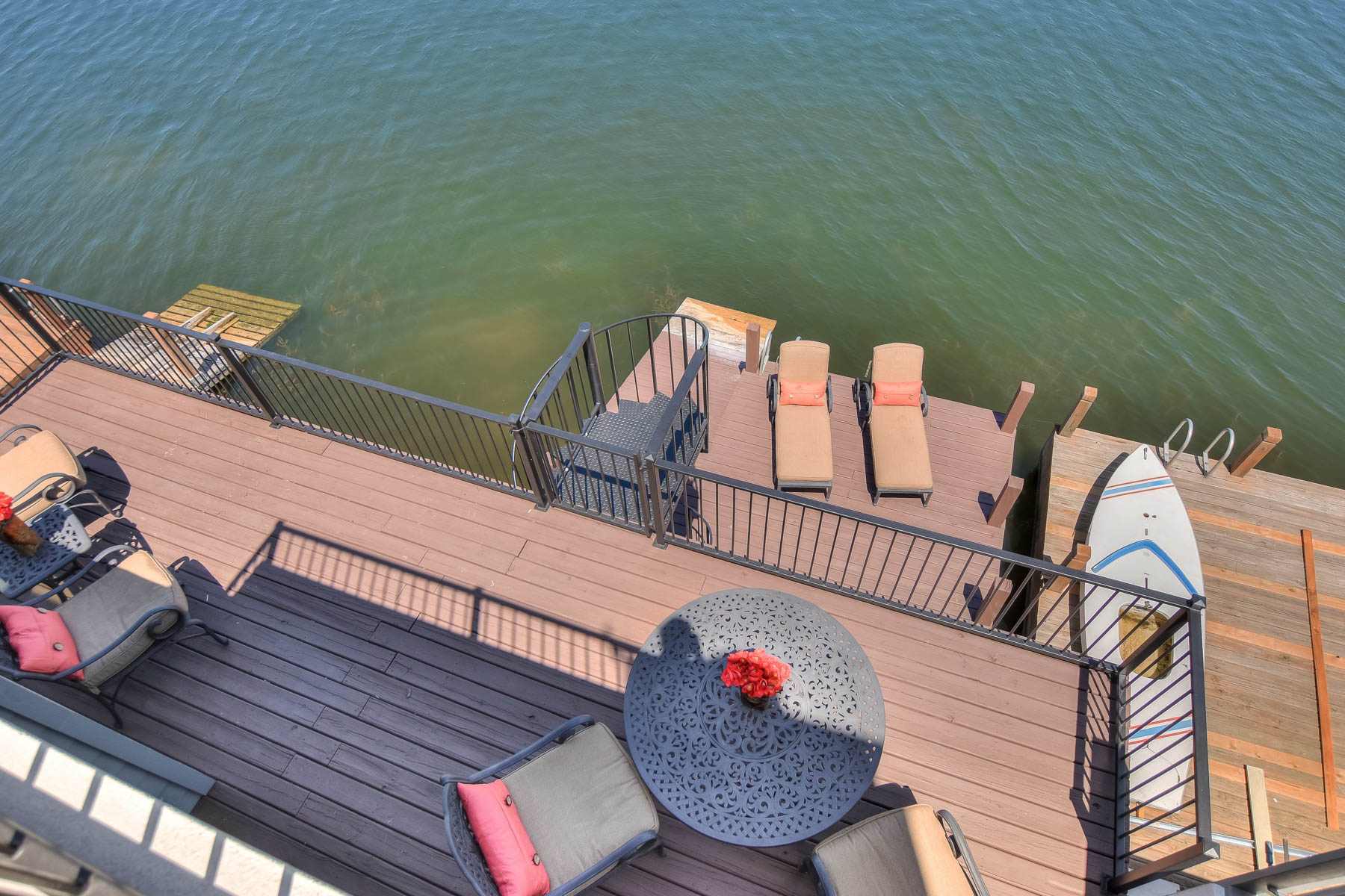Additional photo for property listing at Lake LBJ Waterfront Townhouse on The Cape 1301 The Cape 3 Horseshoe Bay, Texas 78657 Estados Unidos
