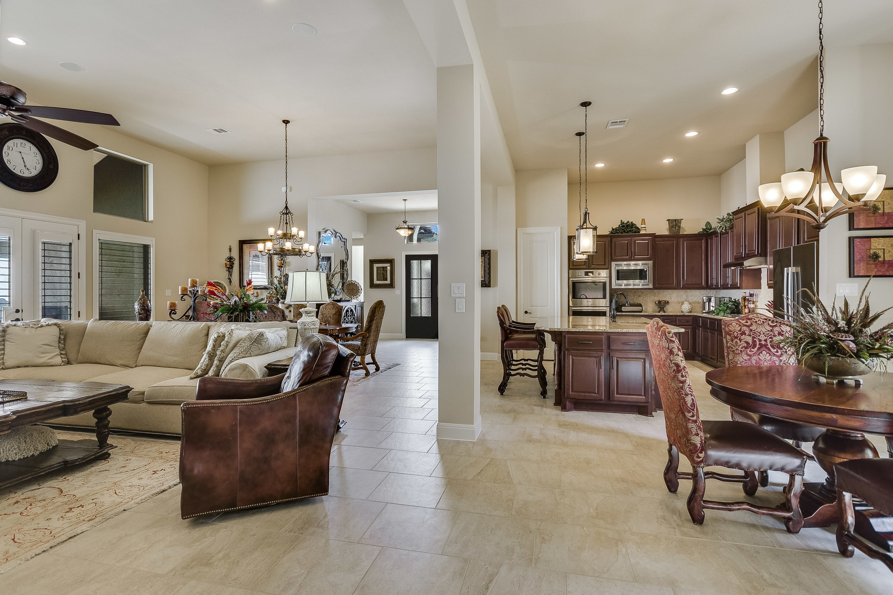 Additional photo for property listing at Superior Single Story Estate in Bentley Manor 4411 Yorkshire Ct San Antonio, Texas 78249 United States