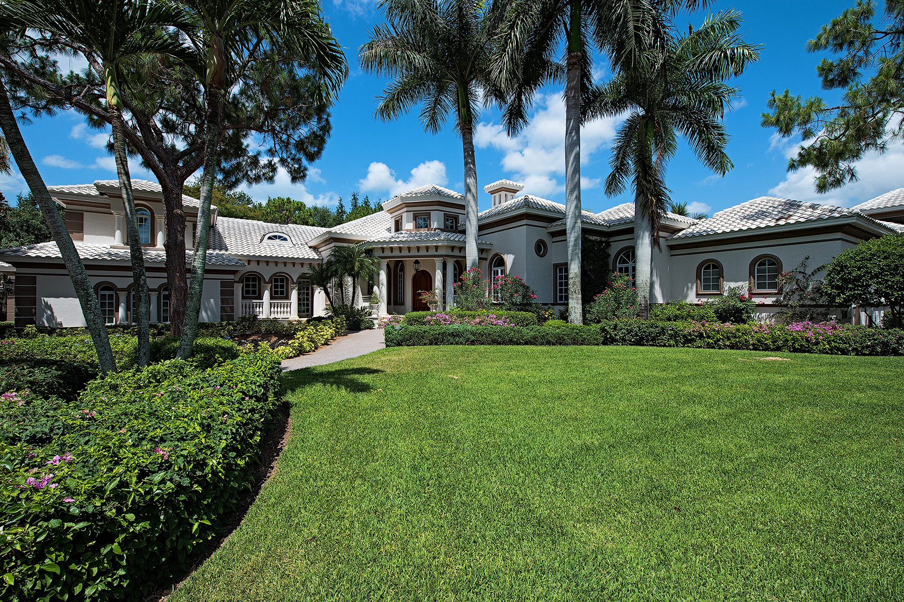 Villa per Vendita alle ore ESTATES AT BAY COLONY GOLF CLUB - PELICAN MARSH 9771 Niblick Ln Naples, Florida 34108 Stati Uniti