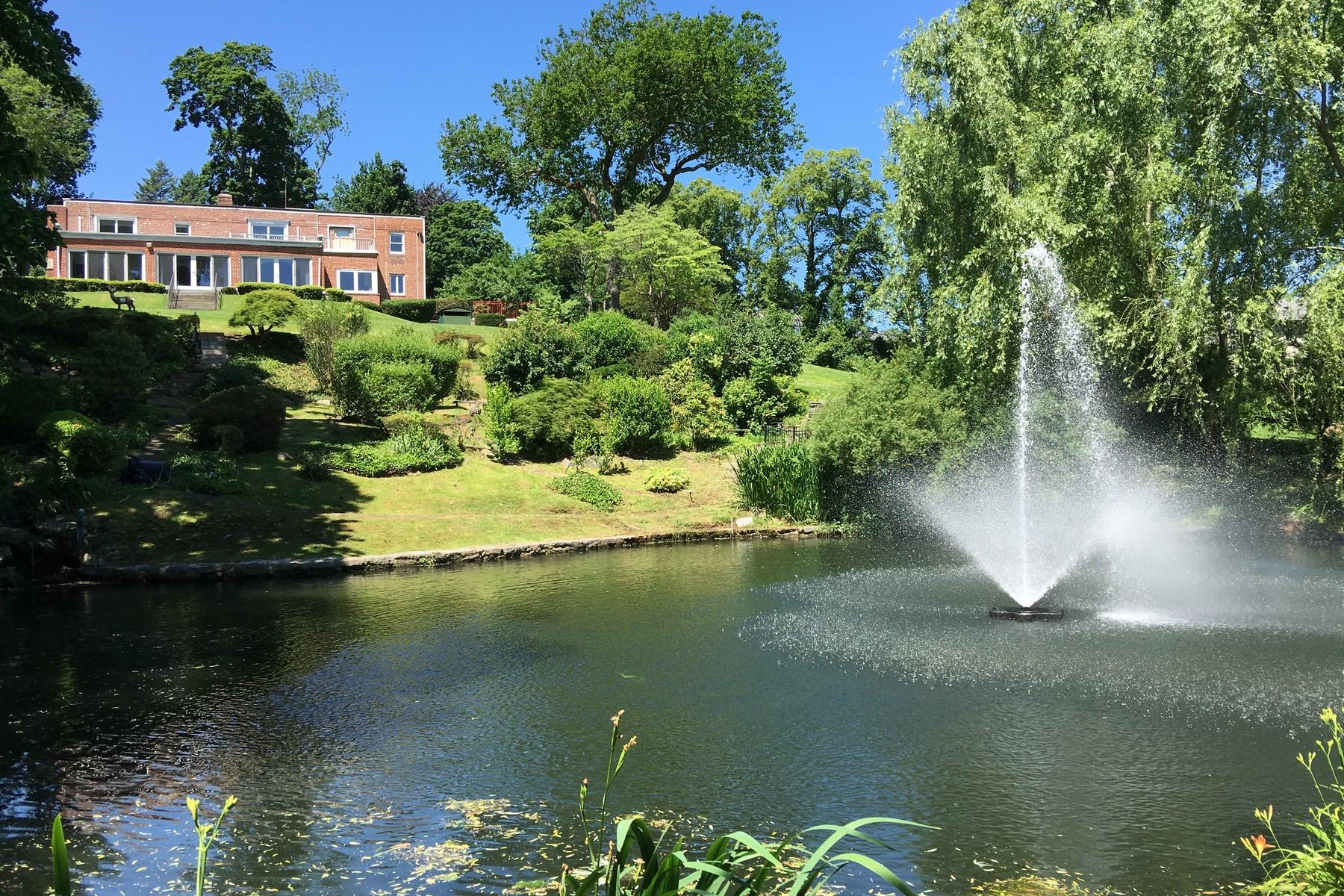 Частный односемейный дом для того Продажа на Colonial 30 Pheasant Run Great Neck, Нью-Йорк, 11024 Соединенные Штаты