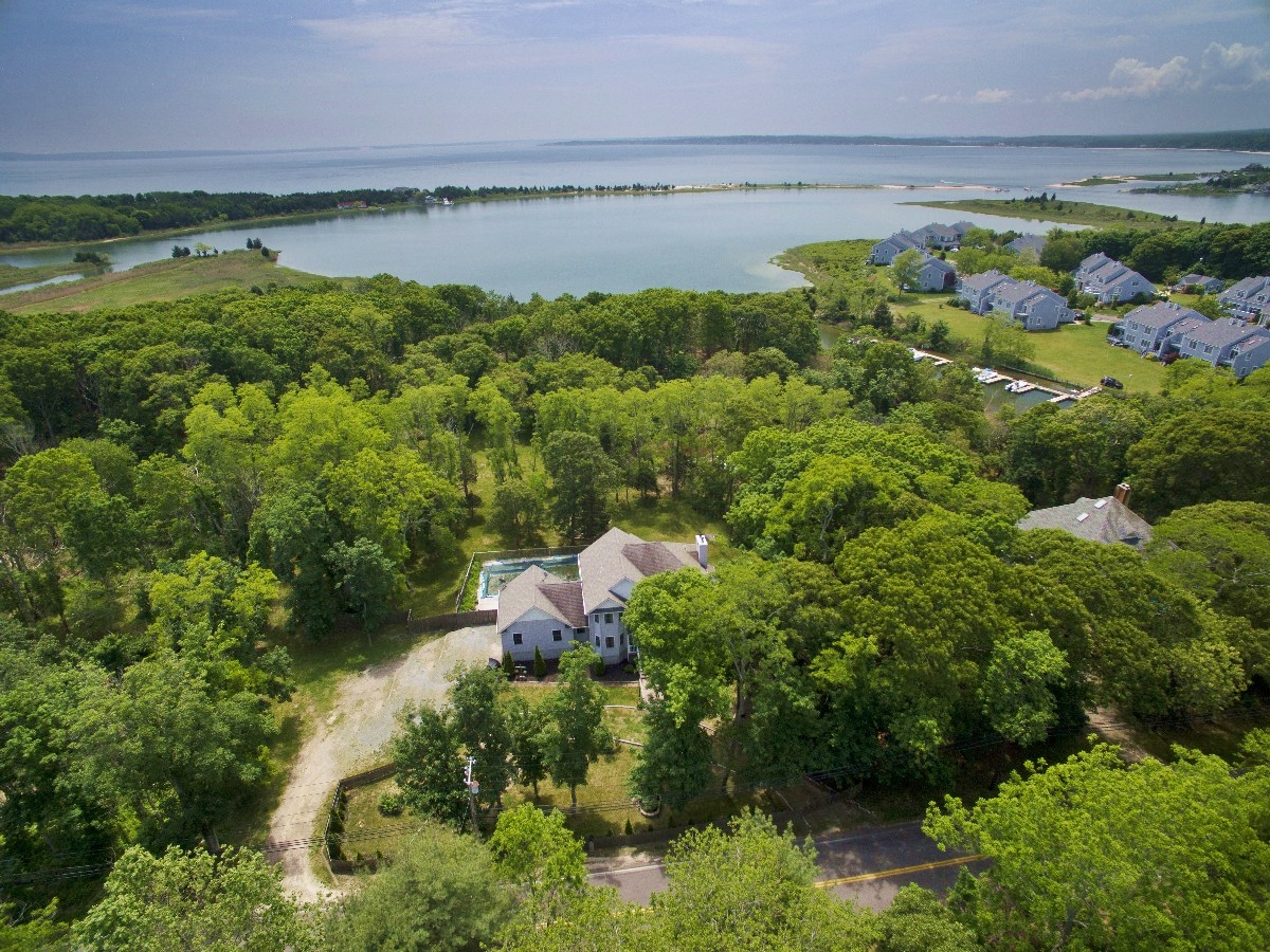Single Family Home for Sale at 2 Story 8516 Main Bayview Rd Southold, New York, 11971 United States