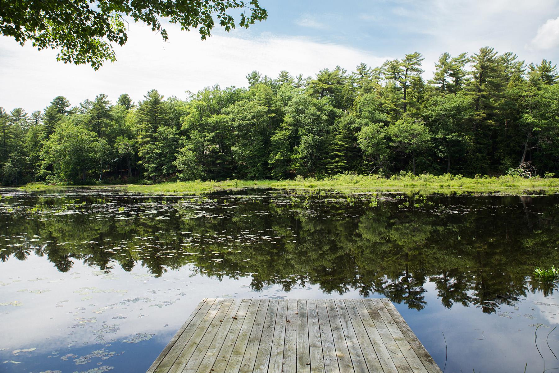 Additional photo for property listing at Lake Luzerne Log Home 337  Lake Tour Rd Lake Luzerne, New York 12846 États-Unis