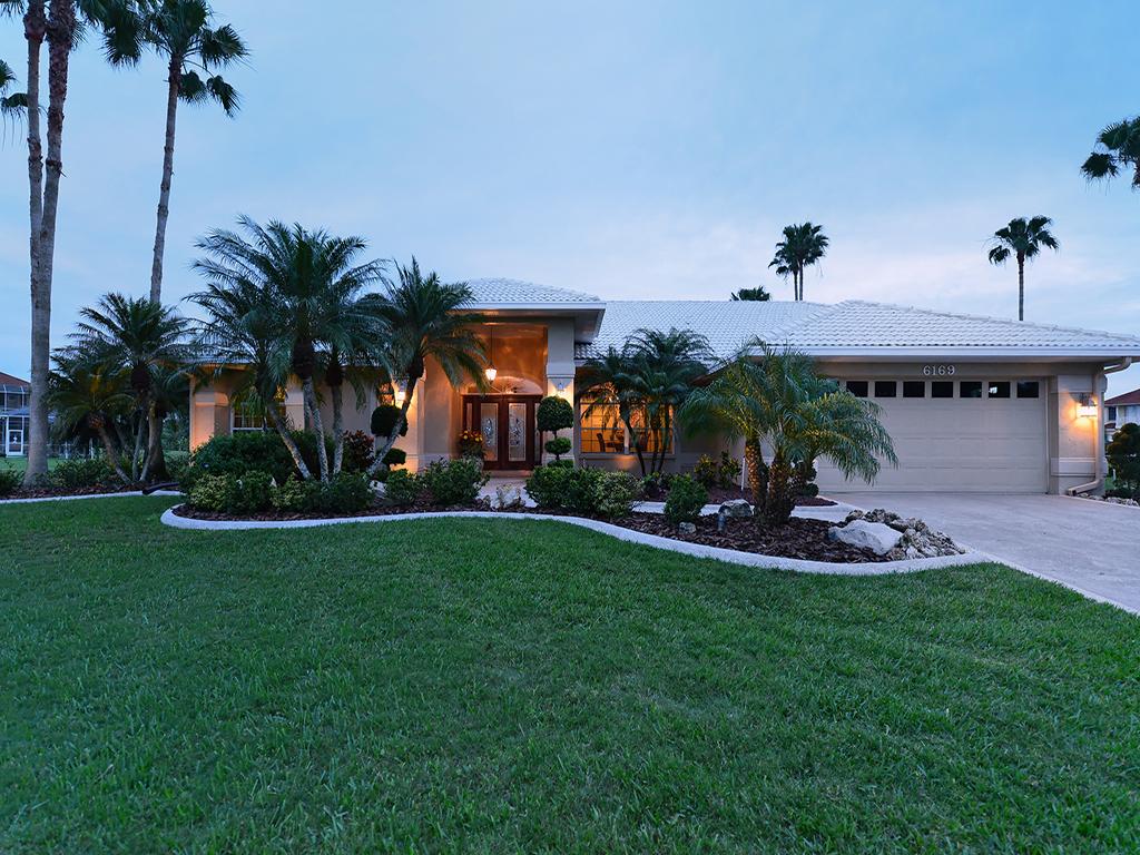 Einfamilienhaus für Verkauf beim 6169 9th Avenue Cir NE, Bradenton, FL 34212 6169 9th Avenue Cir NE Bradenton, Florida 34212 Vereinigte Staaten