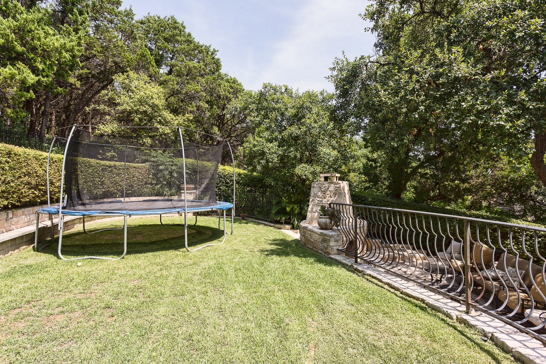 Additional photo for property listing at Updated West Rim Estates Home 3001 Pescadero Cv Austin, Texas 78746 United States