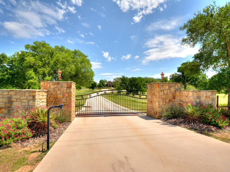 Additional photo for property listing at Gorgeous Ranchette in Horseshoe Bay 947 RR 2831 Horseshoe Bay, Texas 78657 Estados Unidos