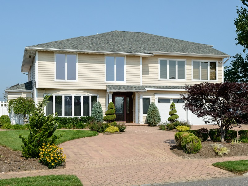 Single Family Home for Sale at Other 23 Cutter Ct West Islip, New York 11795 United States