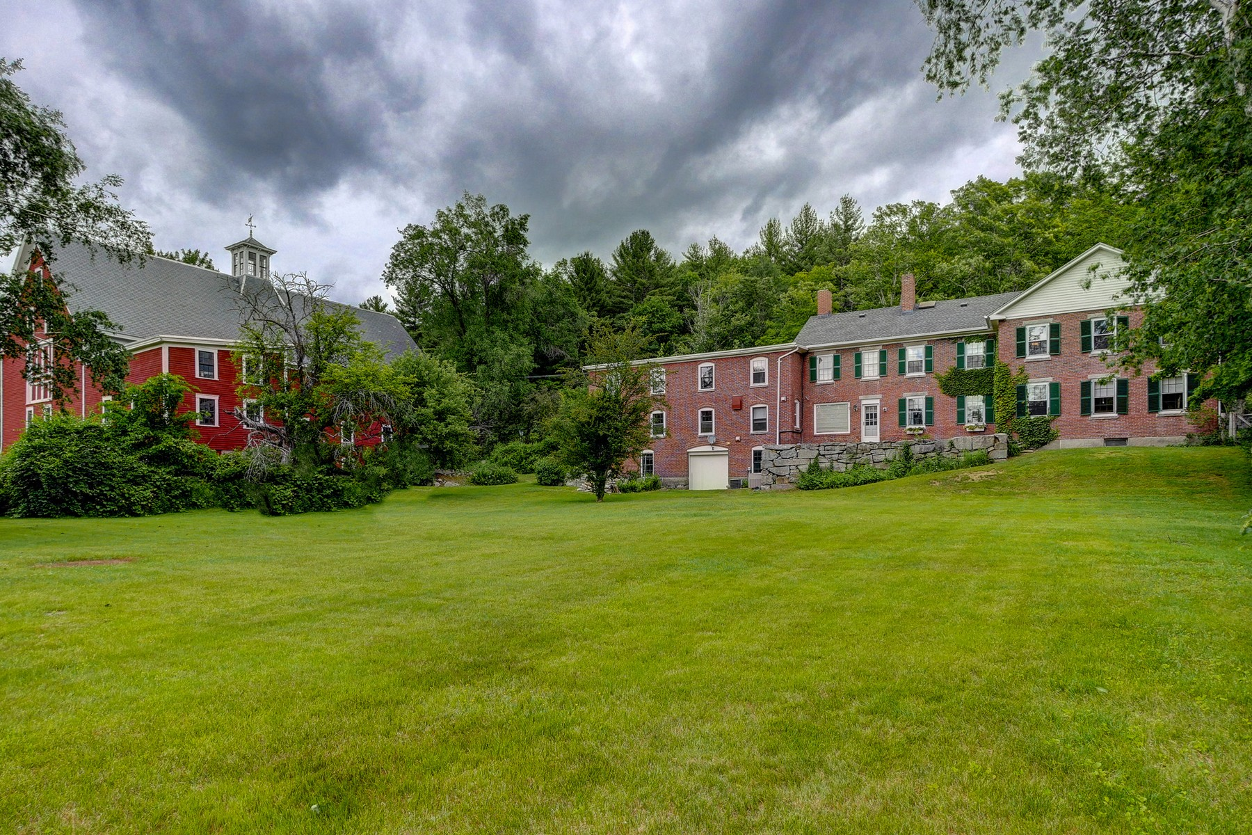 Single Family Home for Sale at 147 Nashua Rd, Bedford Bedford, New Hampshire, 03110 United States