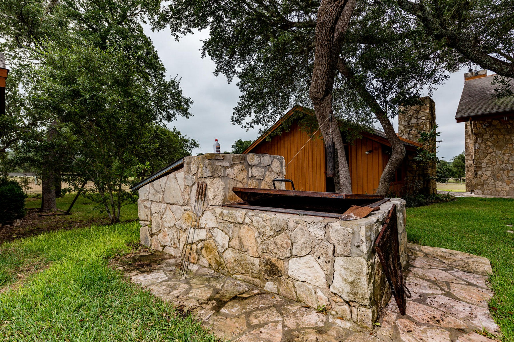 Additional photo for property listing at Farm & Ranch in Blanco 194 Landing Ln Blanco, Texas 78606 Estados Unidos