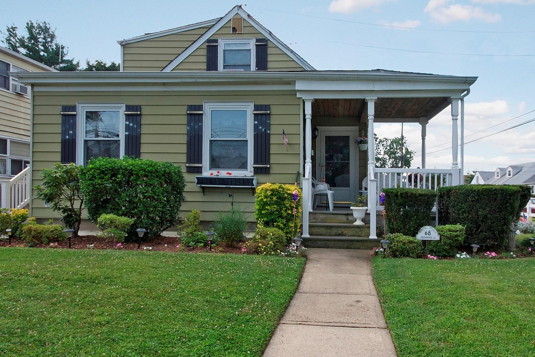 Casa para uma família para Venda às Cape 68 Broadmoor Ln Westbury, Nova York 11590 Estados Unidos