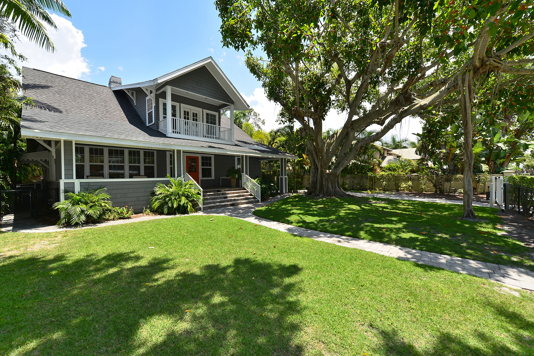 Single Family Home for Sale at LEWIS COMBS 1713 Hawthorne St Sarasota, Florida 34239 United States
