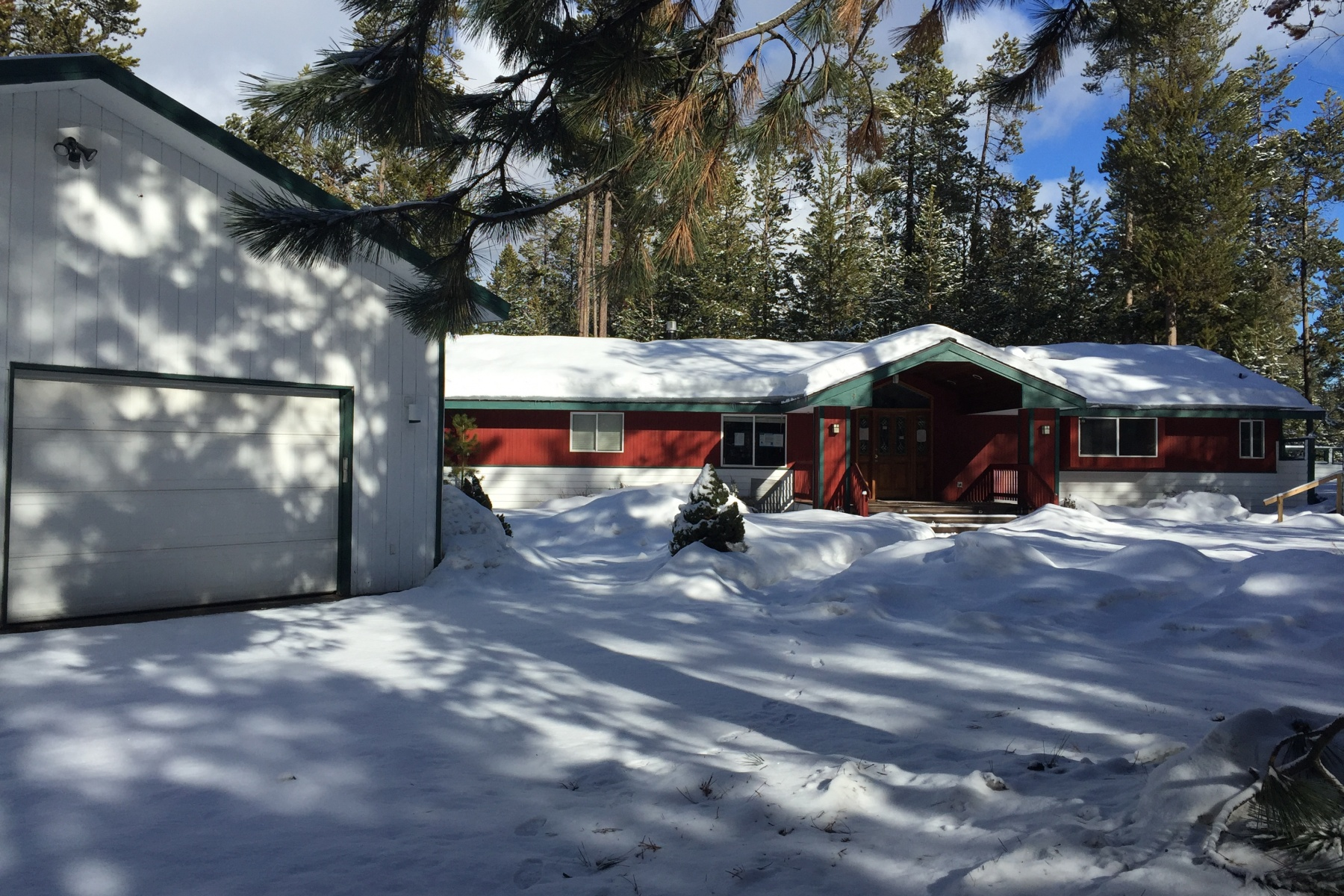 一戸建て のために 売買 アット Beautiful Home on a Wooded .96 Acre 17288 Harlequin Dr Bend, オレゴン 97707 アメリカ合衆国