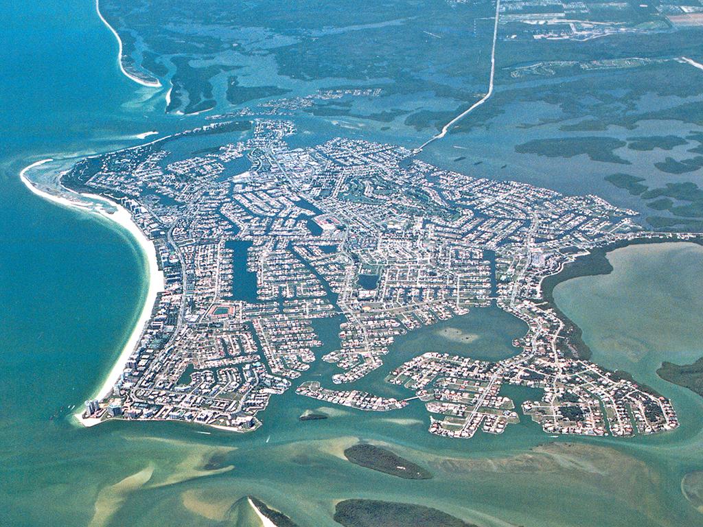 Terreno por un Venta en MARCO ISLAND - INLET DRIVE 680 Inlet Dr Marco Island, Florida 34145 Estados Unidos