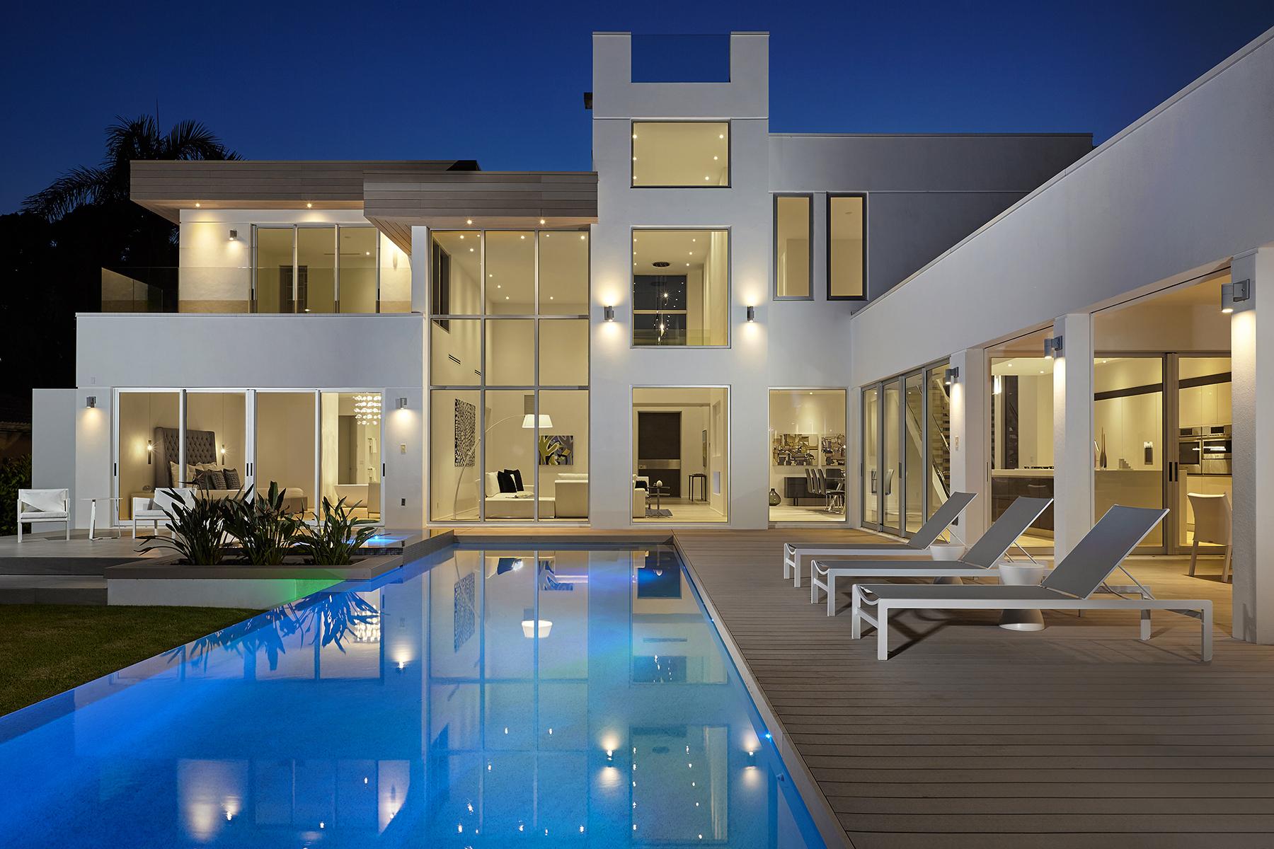 Nhà ở một gia đình vì Bán tại 2828 Crayton Rd , Naples, FL 34103 2828 Crayton Rd Naples, Florida, 34103 Hoa Kỳ