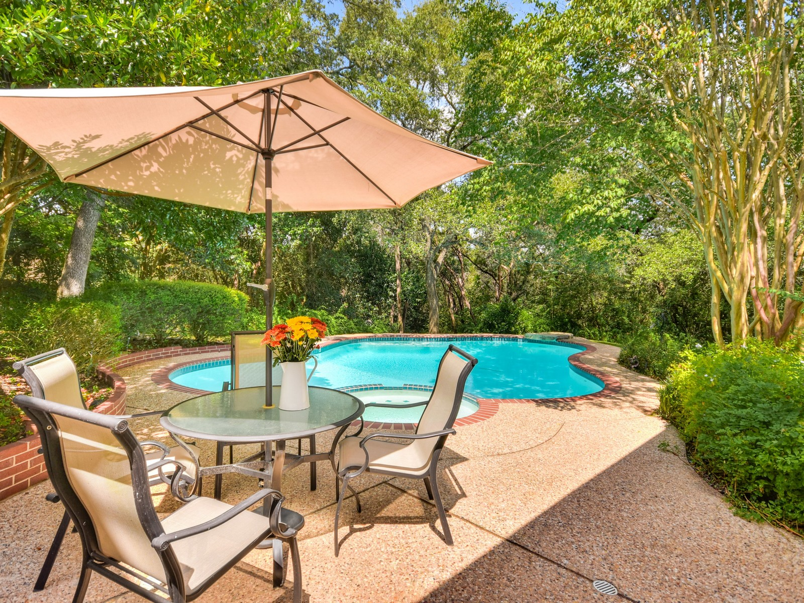 Additional photo for property listing at Traditional Westlake Hills Home 2400 Westlake Pass Austin, Texas 78746 United States