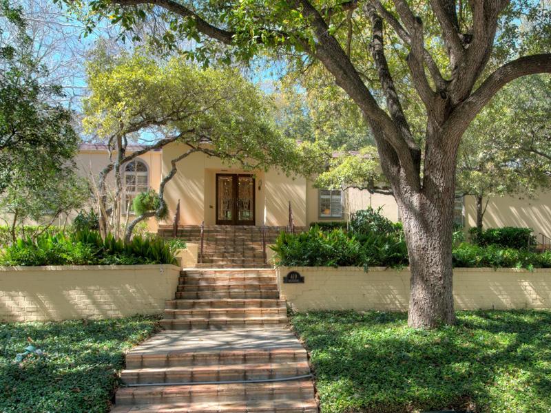 Maison unifamiliale pour l Vente à Grande Dame on Wiltshire Avenue in Terrell Hills 419 Wiltshire Ave San Antonio, Texas 78209 États-Unis
