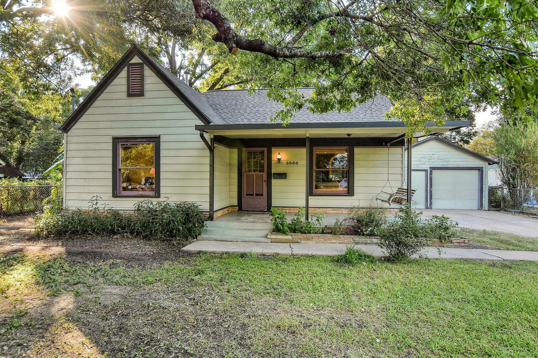 Vivienda unifamiliar por un Venta en Rare Large Lot in Cherrywood 3506 Werner Ave Austin, Texas 78722 Estados Unidos