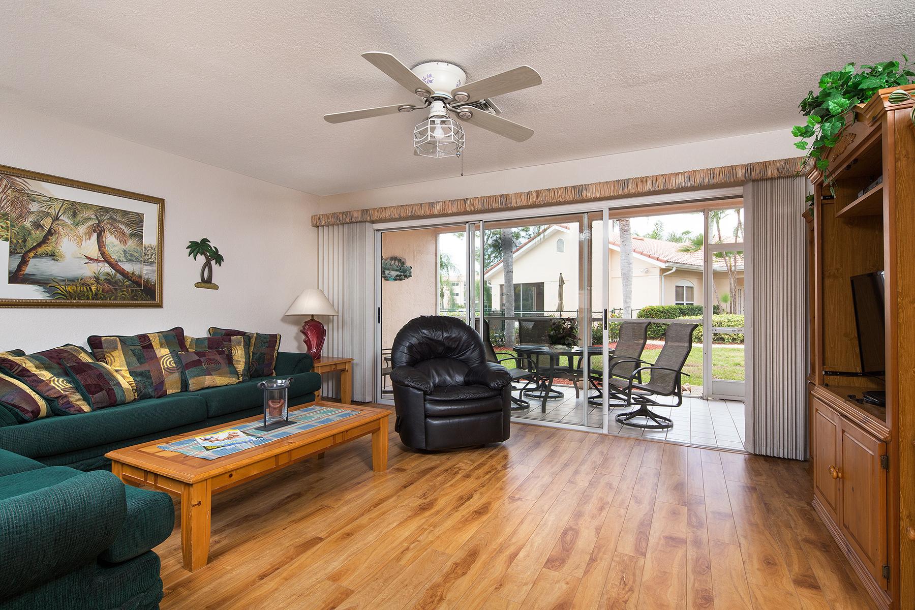 Appartement en copropriété pour l Vente à EMERALD GREENS 732 Woodshire Ln Unit I7 Naples, Florida, 34105 États-Unis