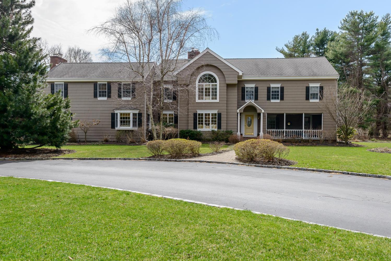 Villa per Vendita alle ore Colonial 6 Westview Dr Lloyd Harbor, New York 11743 Stati Uniti