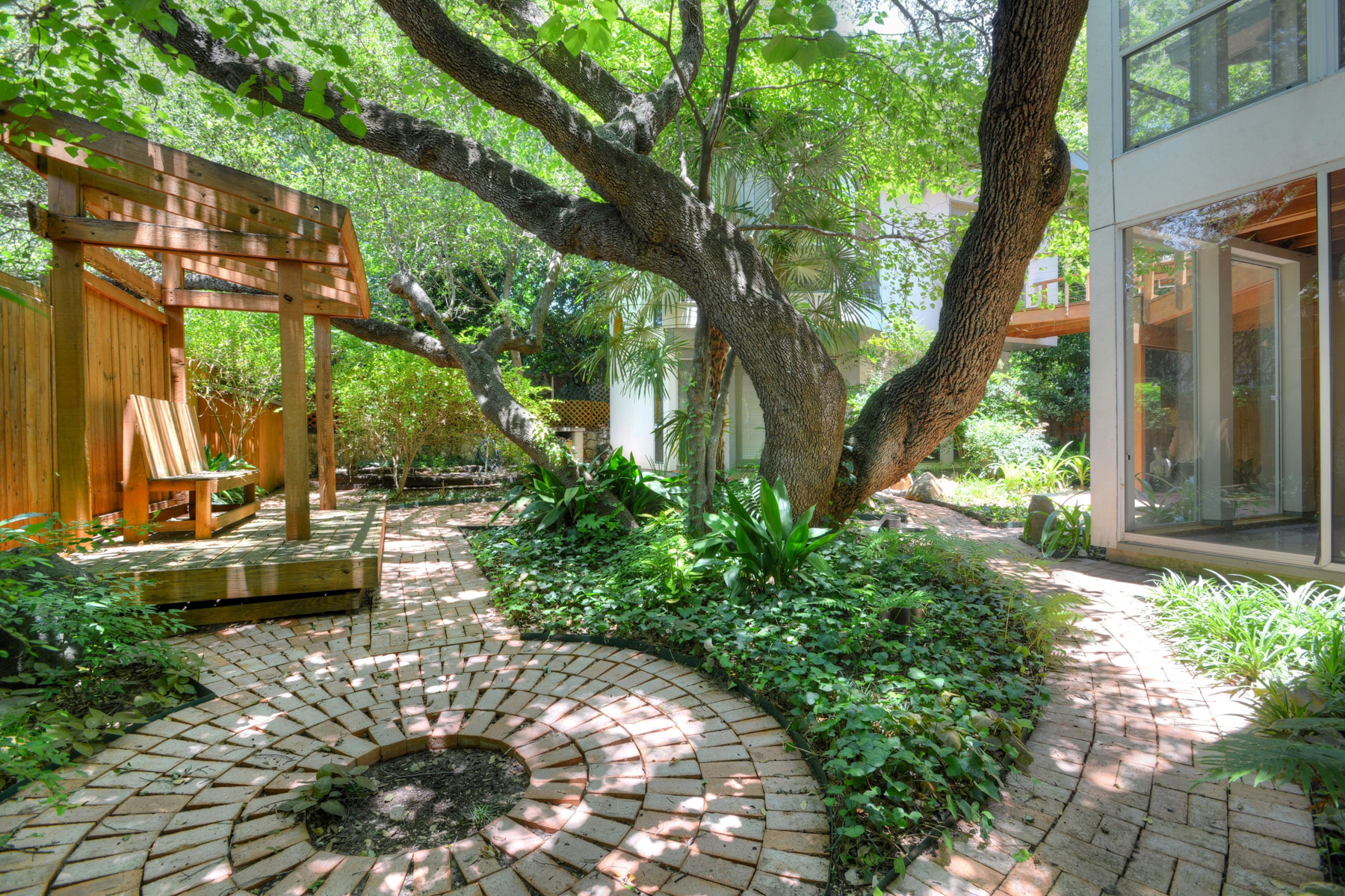 Additional photo for property listing at Delightful Retreat in Alamo Heights 307 College Blvd San Antonio, Texas 78209 Estados Unidos
