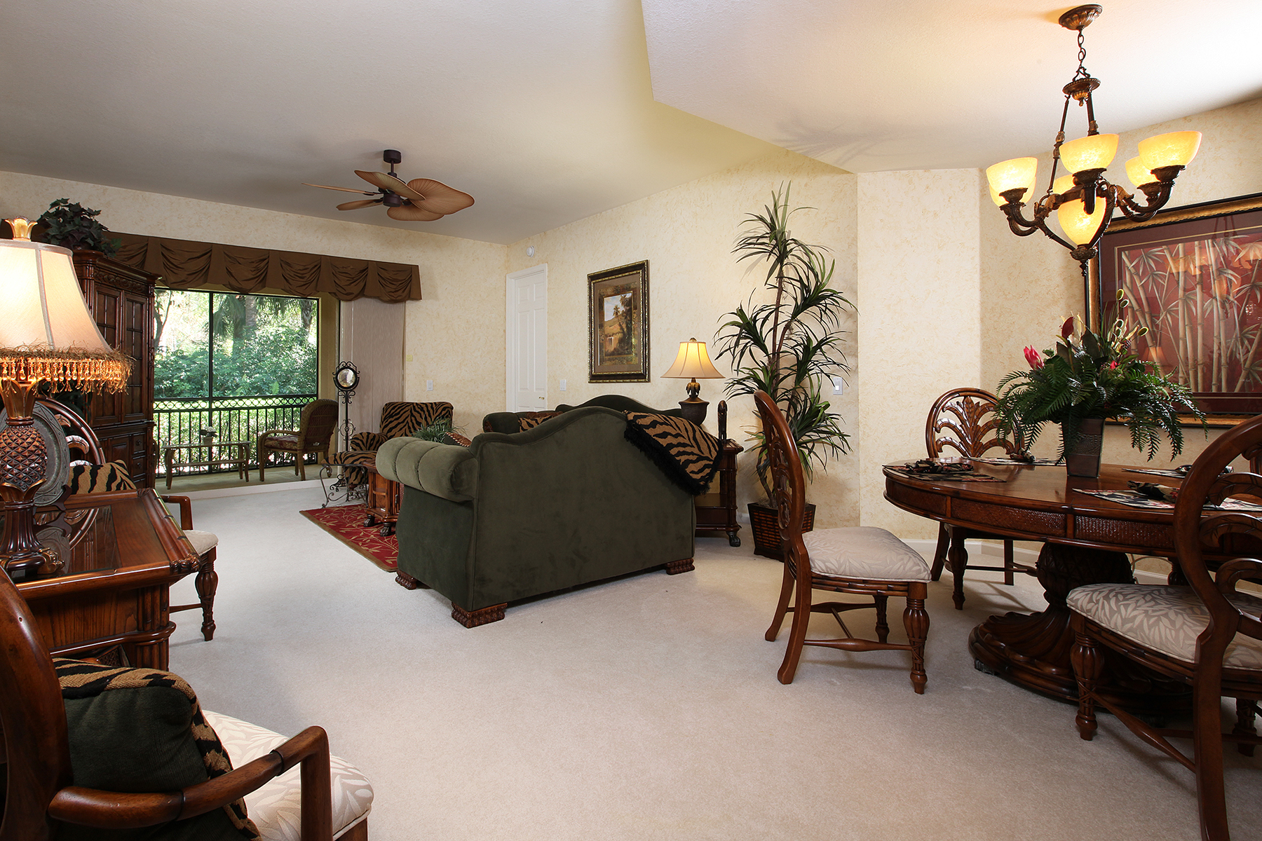 Condominio por un Venta en FIDDLER'S CREEK - DEER CROSSING 3985 Deer Crossing Ct 101 Naples, Florida, 34114 Estados Unidos