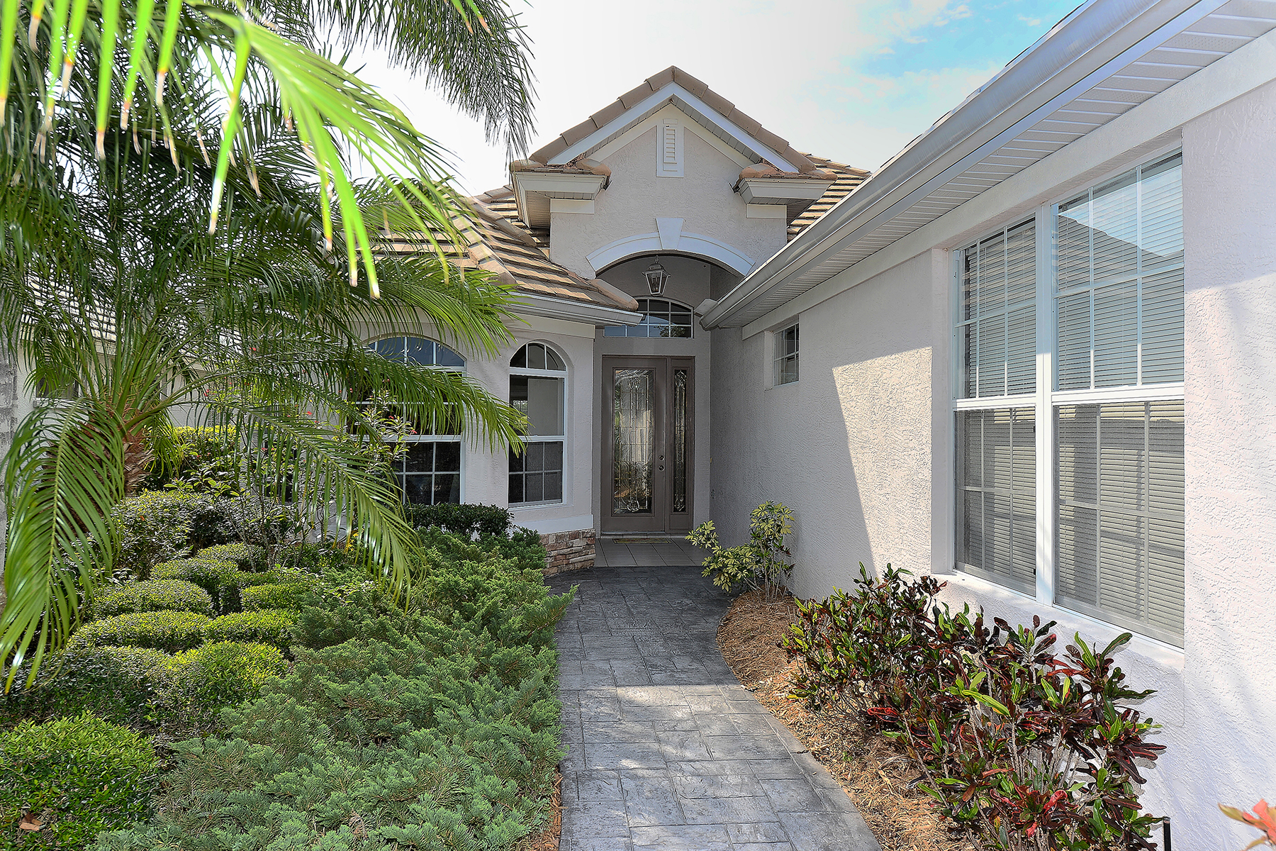 Single Family Home for Sale at LAKEWOOD RANCH COUNTRY CLUB VILLAGE 7819 Heritage Classic Ct Lakewood Ranch, Florida, 34202 United States