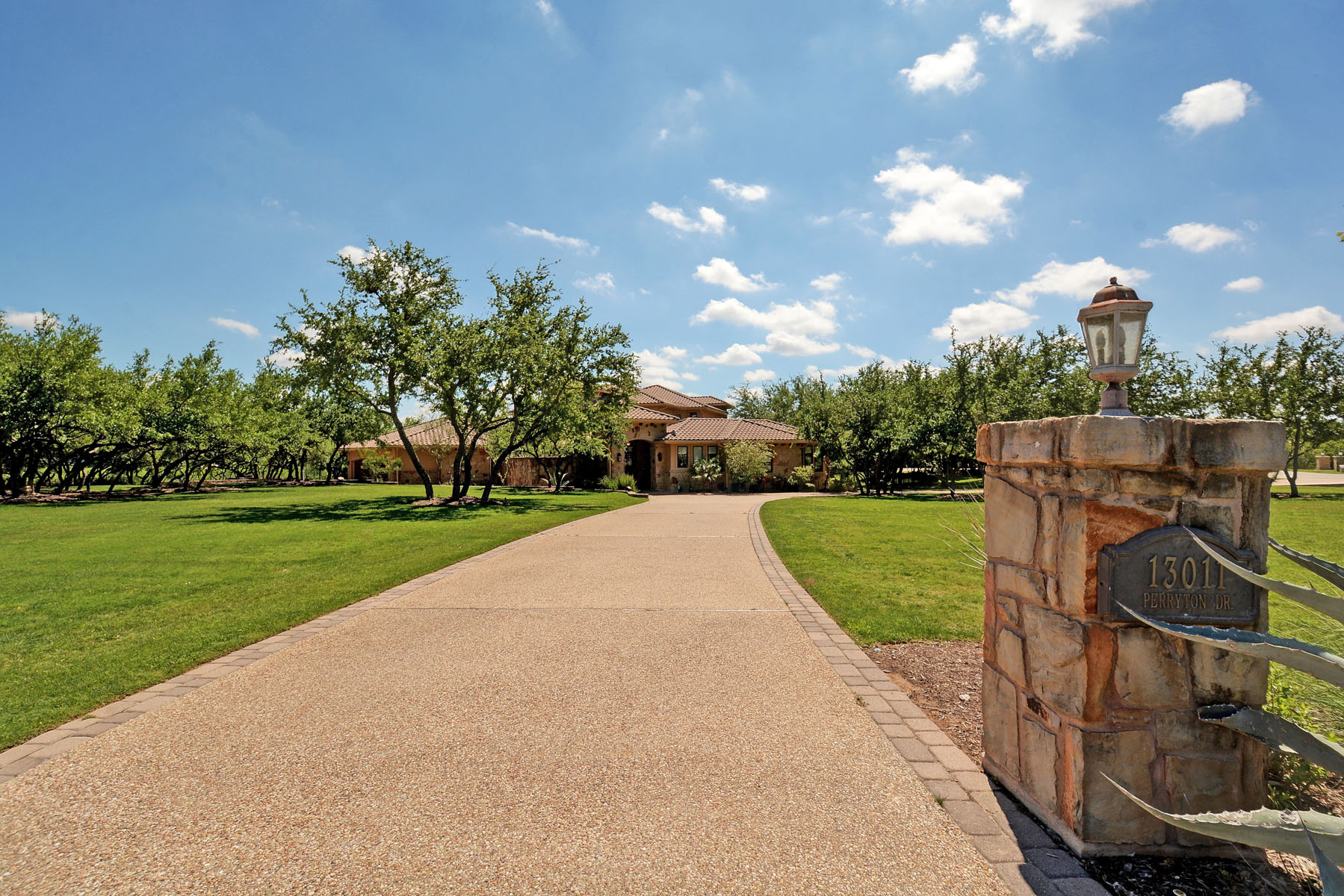 Additional photo for property listing at Luxury Estate in River Bend 13011 Perryton Dr Austin, Texas 78732 Estados Unidos