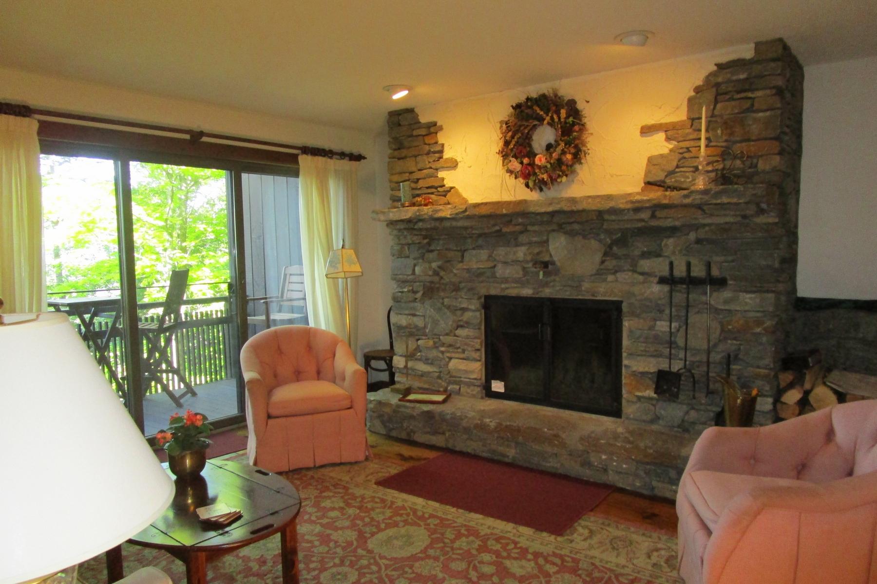 コンドミニアム のために 賃貸 アット Spacious Two-Bedroom at Hawk Resort 1226 East Ash - L33 Plymouth, バーモント, 05056 アメリカ合衆国