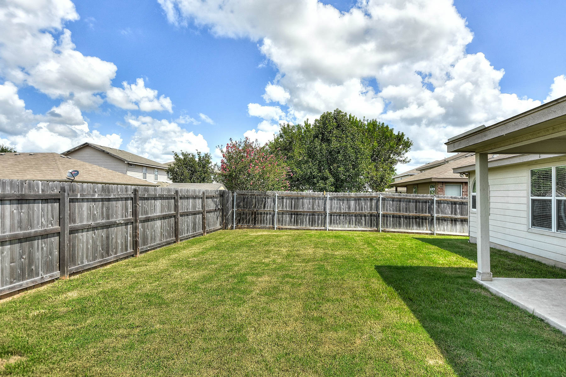 Additional photo for property listing at Well Maintained Home in Dove Crossing 232 Eagle Pass Dr New Braunfels, Texas 78130 Estados Unidos