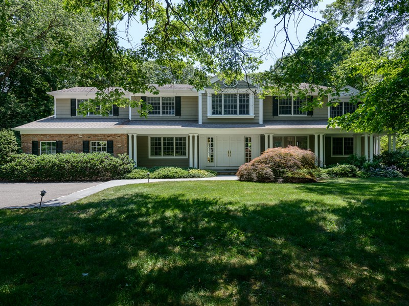 独户住宅 为 销售 在 Colonial 25 Victorian Ln Brookville, 纽约州 11545 美国