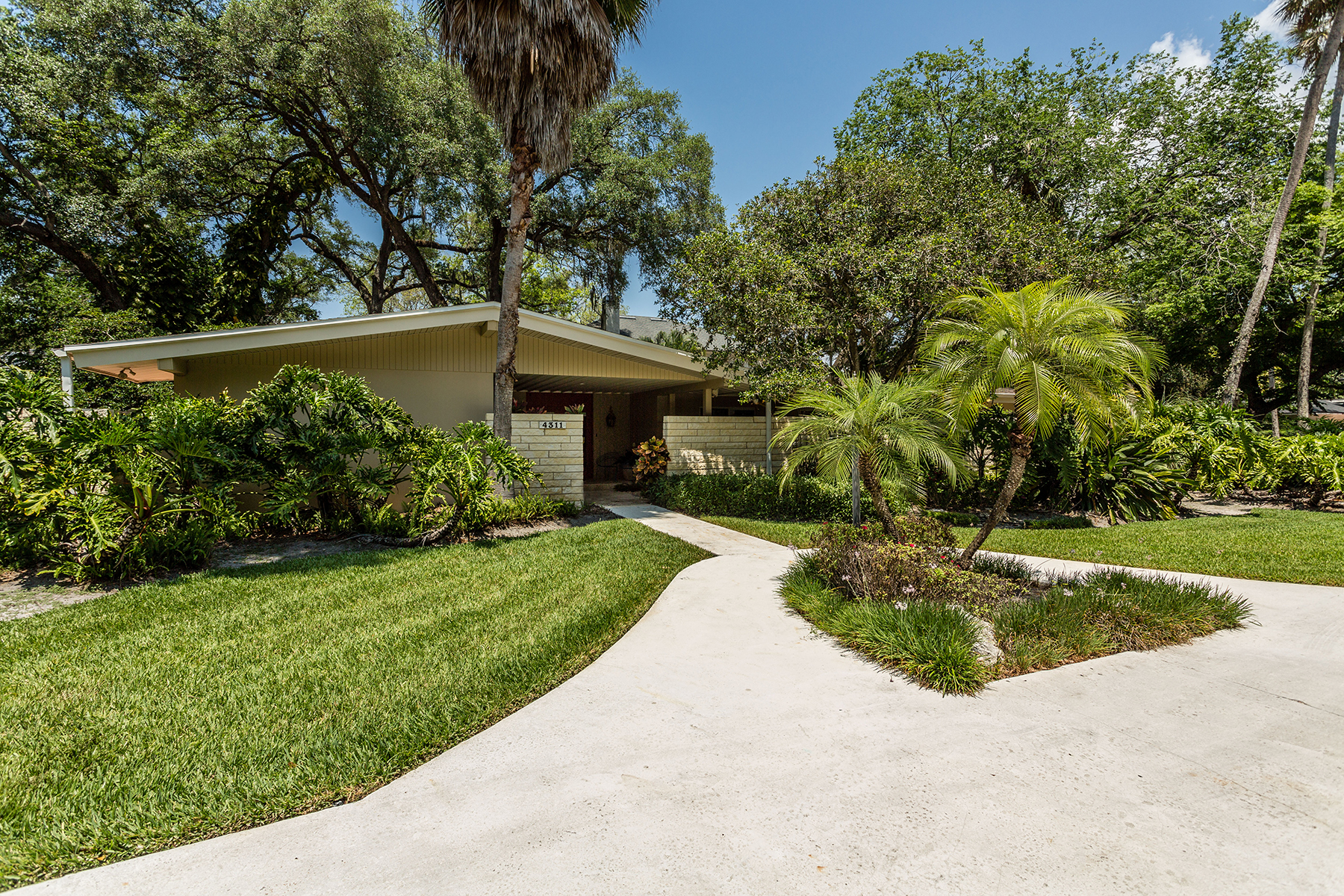 Single Family Home for Sale at SOUTH TAMPA 4311 W Azeele St Tampa, Florida, 33609 United States