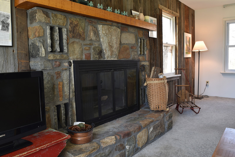 Additional photo for property listing at Custom, Hilltop Cape Cod Home Overlooking Pond 394  Coulter Rd Johnsburg, Нью-Йорк 12843 Соединенные Штаты