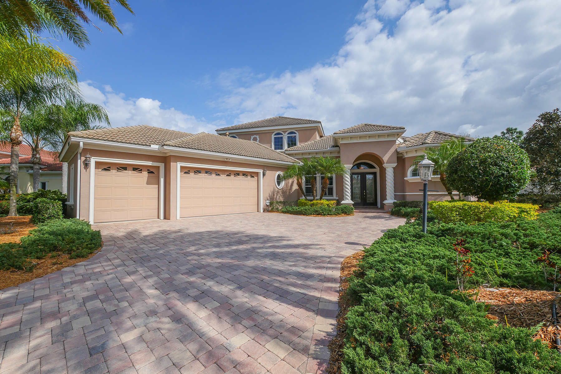 Single Family Home for Sale at LAKEWOOD RANCH COUNTRY CLUB 13315 Lost Key Pl Lakewood Ranch, Florida, 34202 United States