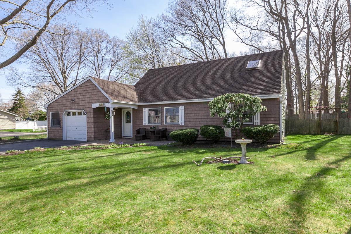 단독 가정 주택 용 매매 에 Farm Ranch 346 Pierrepont St St. James, 뉴욕, 11780 미국