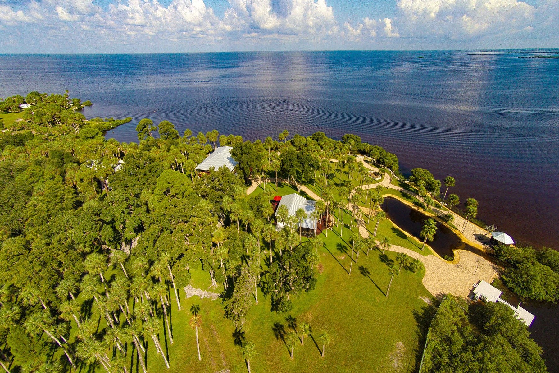 Einfamilienhaus für Verkauf beim WEEKI WACHEE 10492 Pine Island Dr Weeki Wachee, Florida 34607 Vereinigte Staaten
