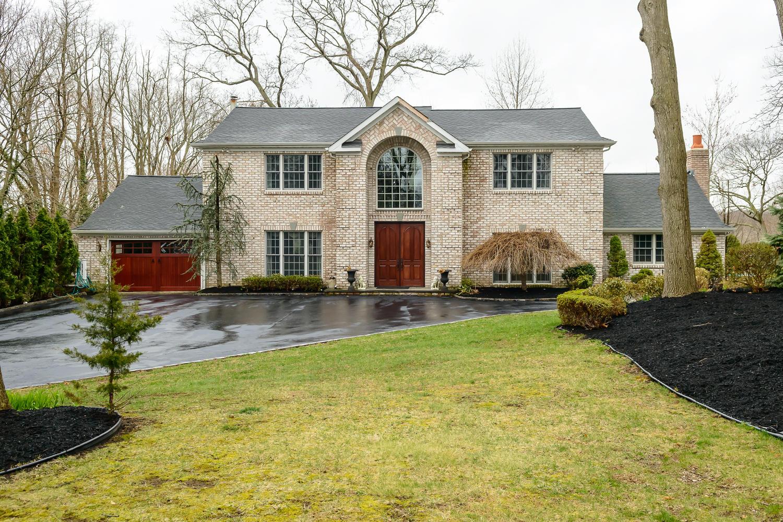 Tek Ailelik Ev için Satış at Colonial 81 Little Neck Rd Centerport, New York 11721 Amerika Birleşik Devletleri