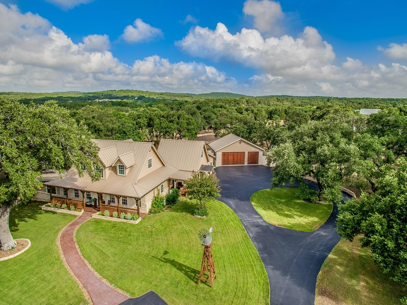 Casa Unifamiliar por un Venta en Hill Country Retreat in Persimmon Hill 1359 E Ammann Rd Bulverde, Texas 78163 Estados Unidos