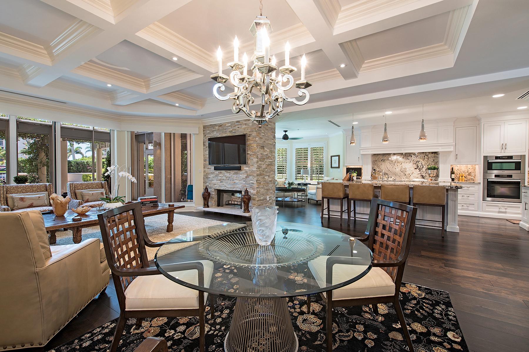 共管式独立产权公寓 为 销售 在 PARK SHORE - BRITTANY CONDO 4021 Gulf Shore Blvd N Unit V17 那不勒斯, 佛罗里达州, 34103 美国