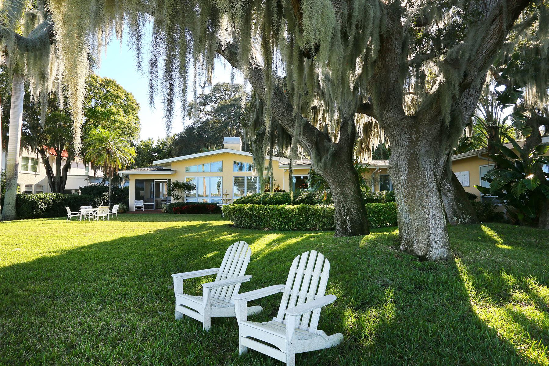 Maison unifamiliale pour l Vente à BRADEN COURT 2842 Avenue C NW Bradenton, Florida 34205 États-Unis