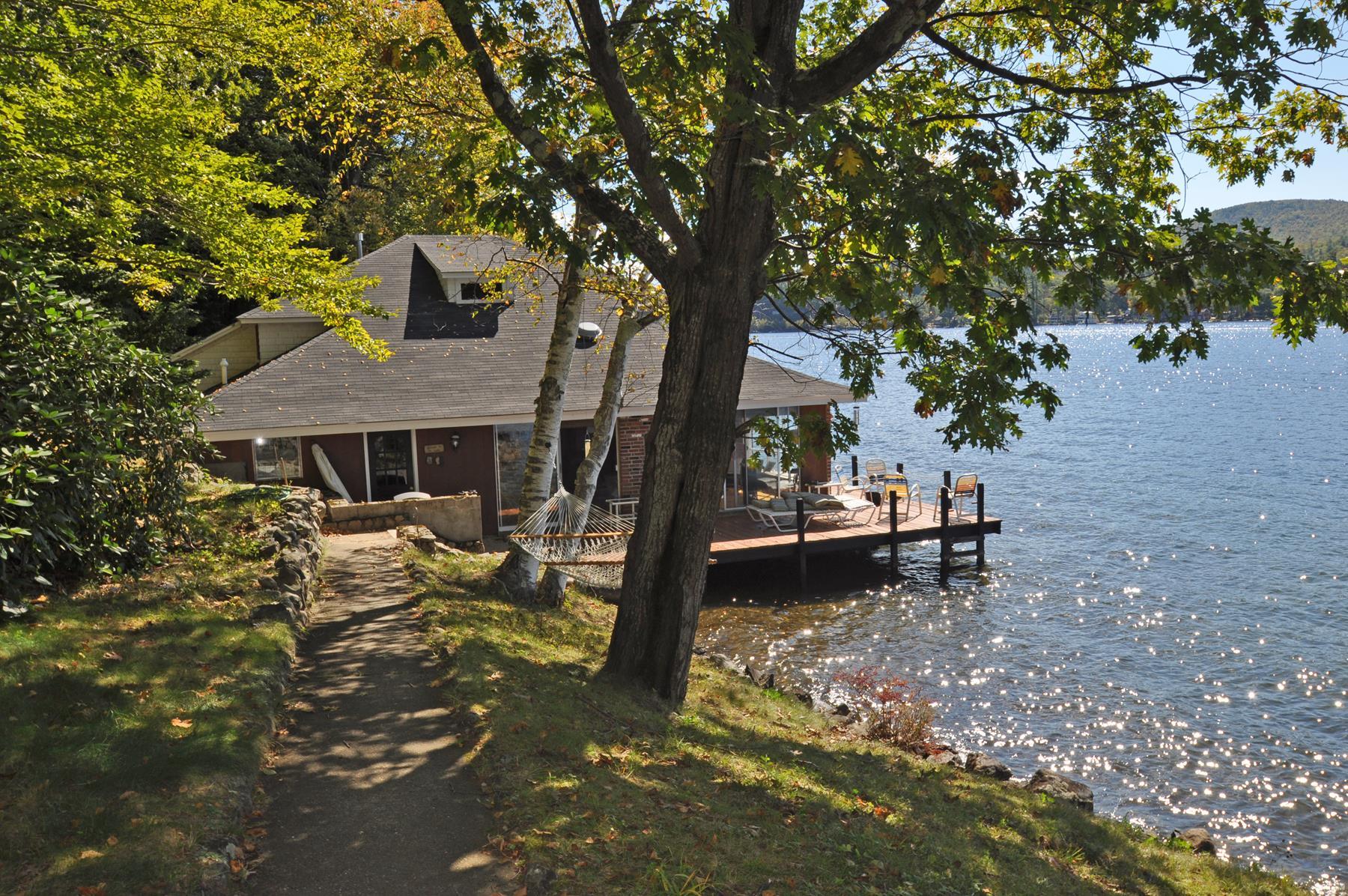 Частный односемейный дом для того Продажа на Charming Boat House 21 Silver Cascade Way Alton, Нью-Гэмпшир 03809 Соединенные Штаты