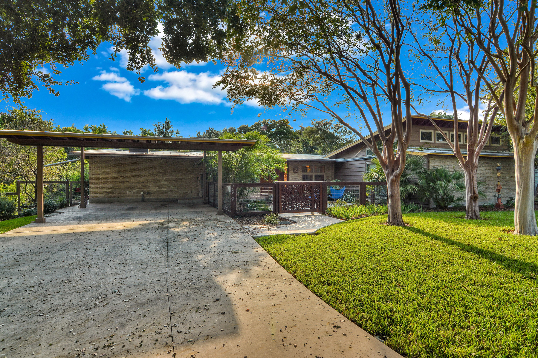 Casa Unifamiliar por un Venta en Great Mid-Century Modern Home in Northwood 7519 Quail Run Dr San Antonio, Texas 78209 Estados Unidos