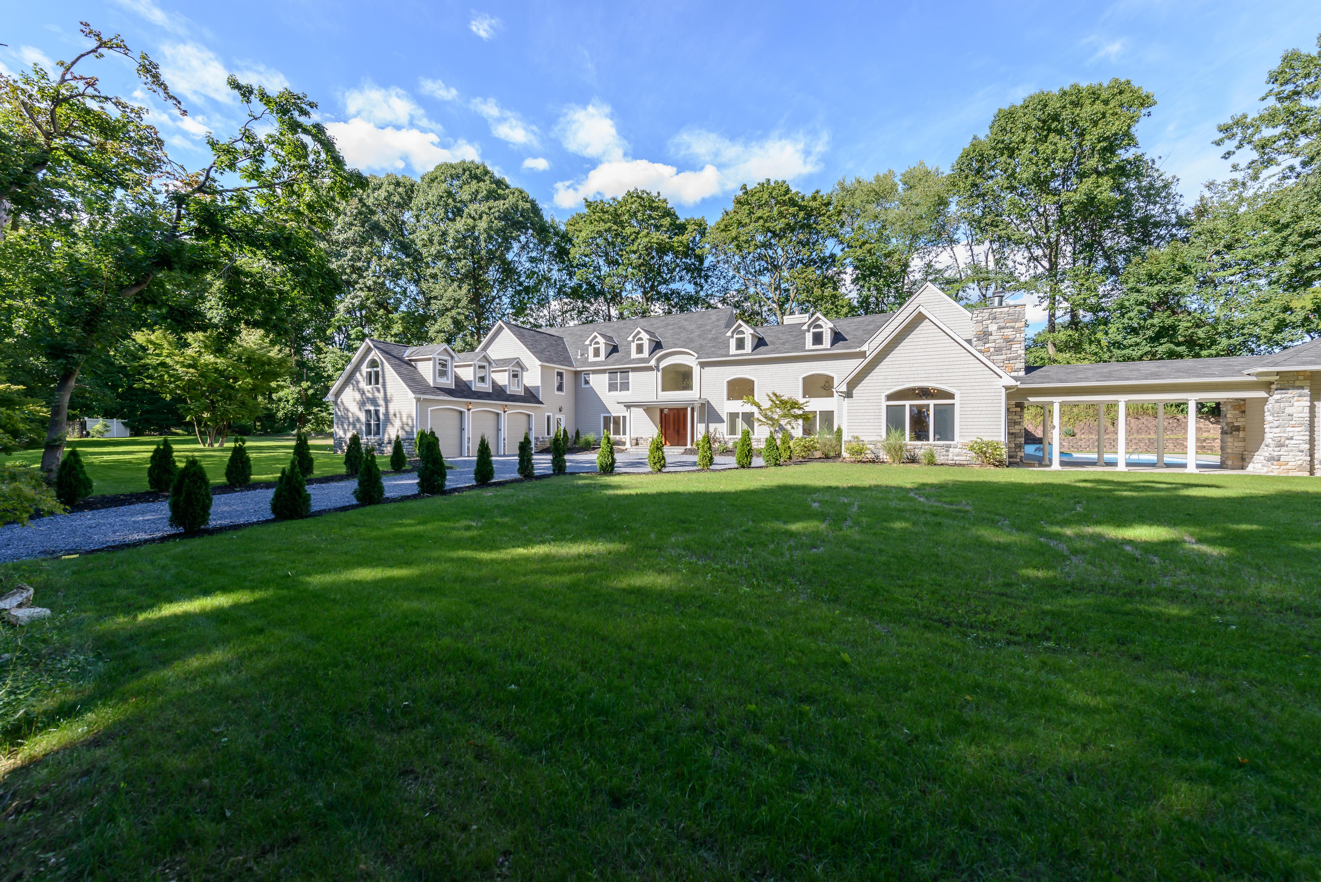 独户住宅 为 销售 在 Colonial 27 Cow Neck Rd Sands Point, 纽约州 11050 美国